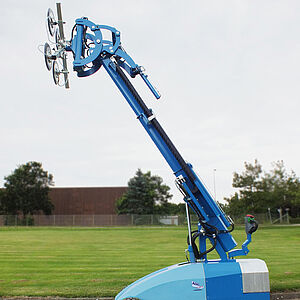 mobile vacuum lifting device CLAD-LIFT 350 for lifting glass pane in outdoor area