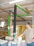 Tube lifter of the company AERO-LIFT lifts feed in the food industry